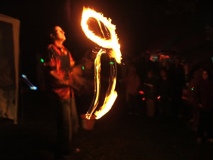 Steve the Fire Juggler performing at Alva Glen